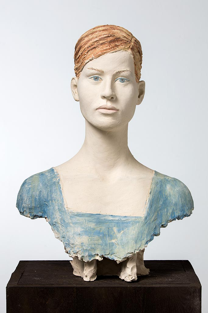 Laura, Terrakotta engobiert, 54x39x30 cm, 2004