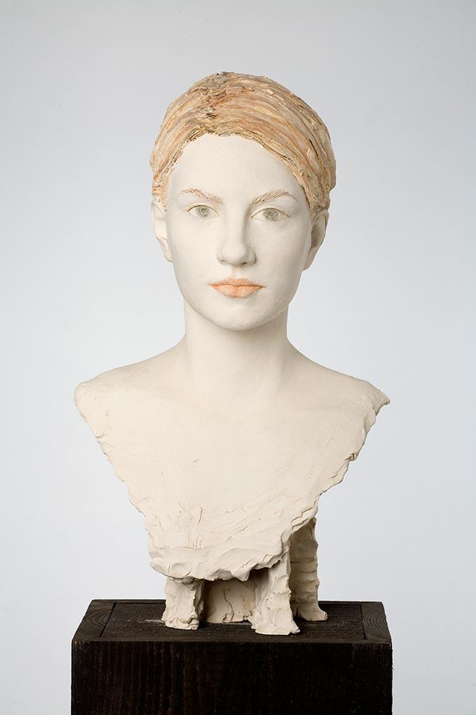 Anna, Terrakotta engobiert, 55x33x28 cm, 2006