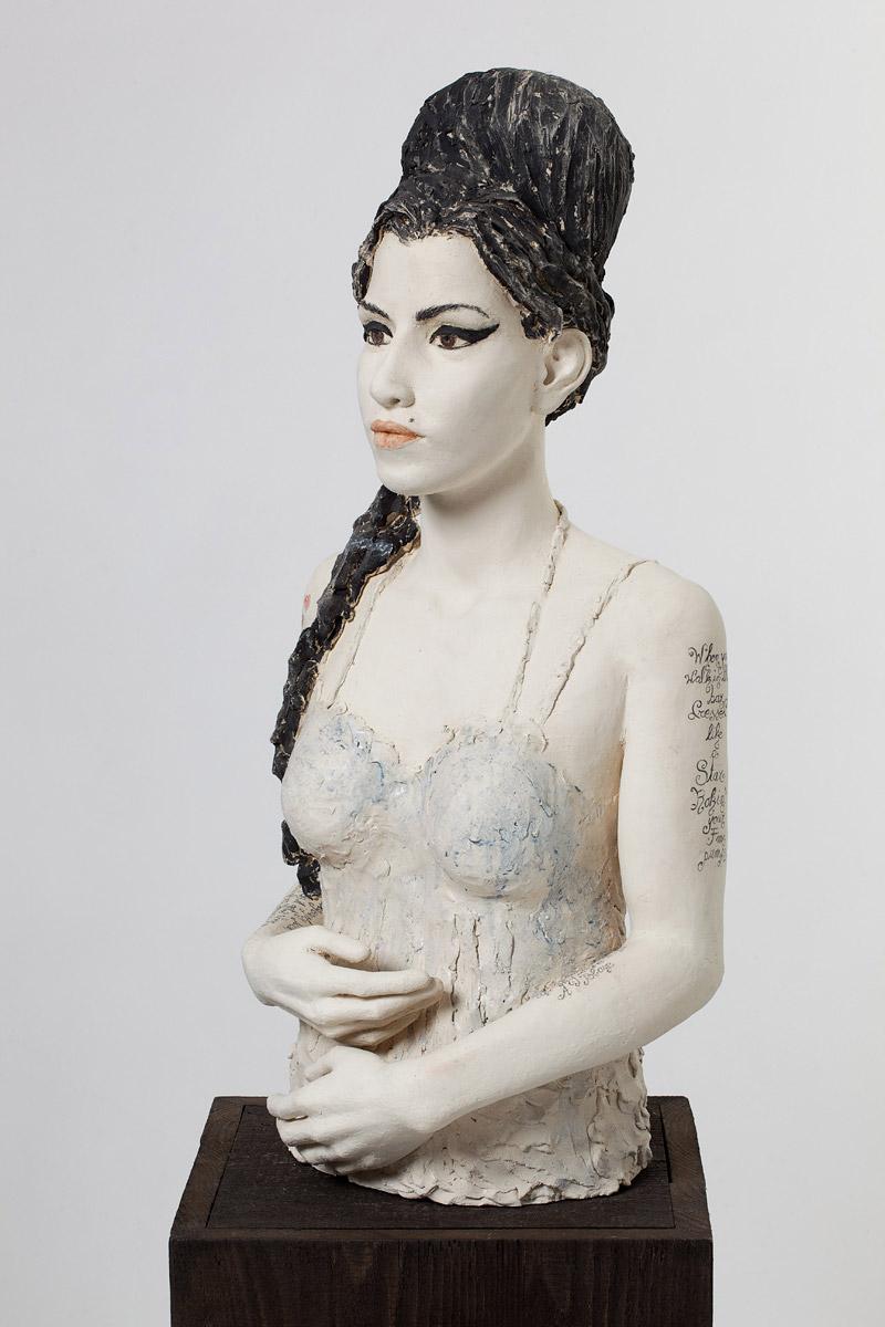 Amy, Terrakotta engobiert, 39x23x30 cm, 2008