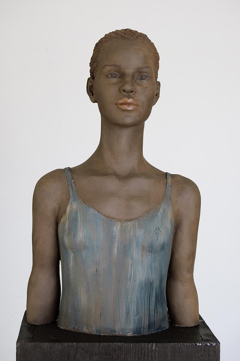 Kleine Ballettänzerin, Terrakotta engobiert, 52x30x26 cm, 2012